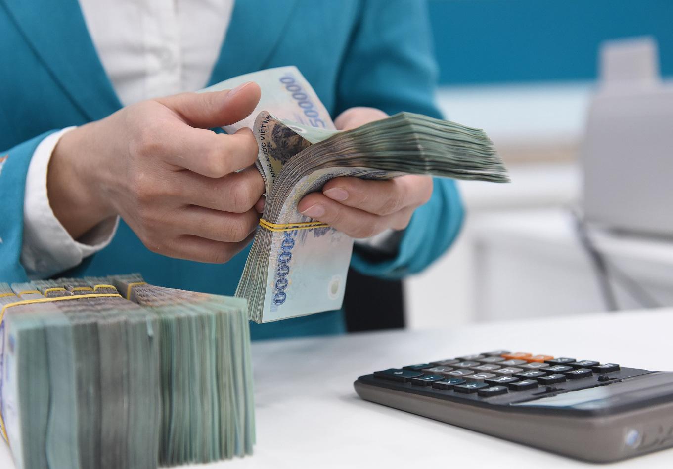 Lãi cho vay vẫn cao trong khi lãi suất tiền gửi liên tục giảm - Báo Người  lao động