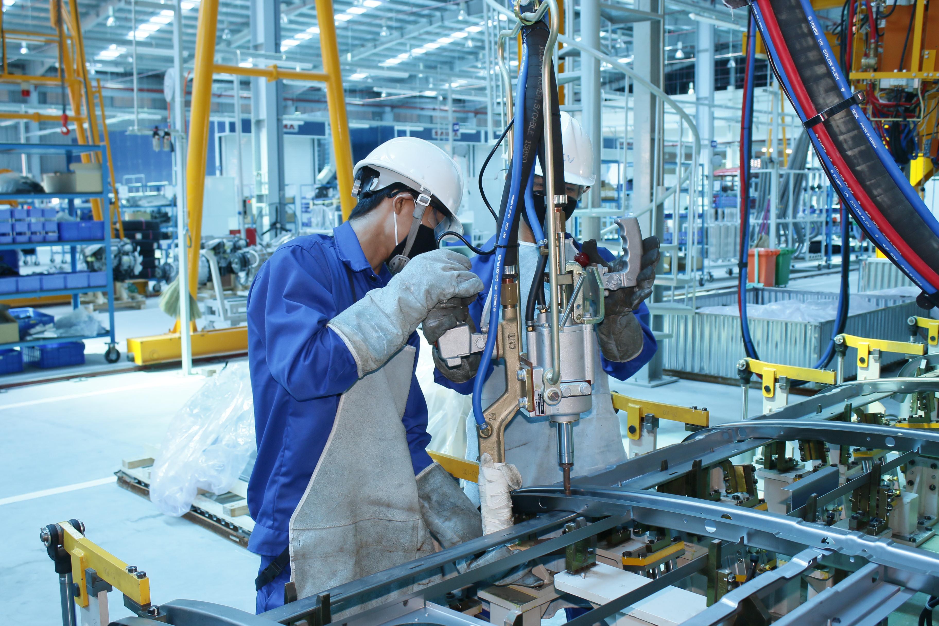 Ngành công nghiệp nặng chủ lực trong doanh nghiệp hiện nay - TopViec