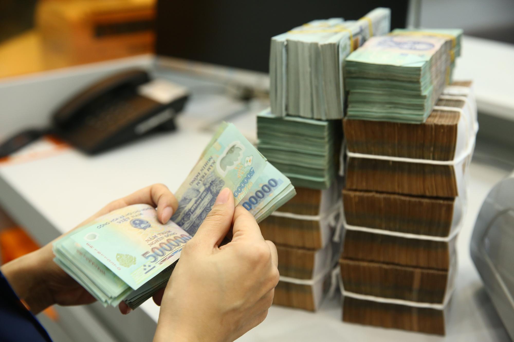 Ngân hàng tung chứng chỉ tiền gửi lãi suất tới 7,8%/năm - Báo Người lao động