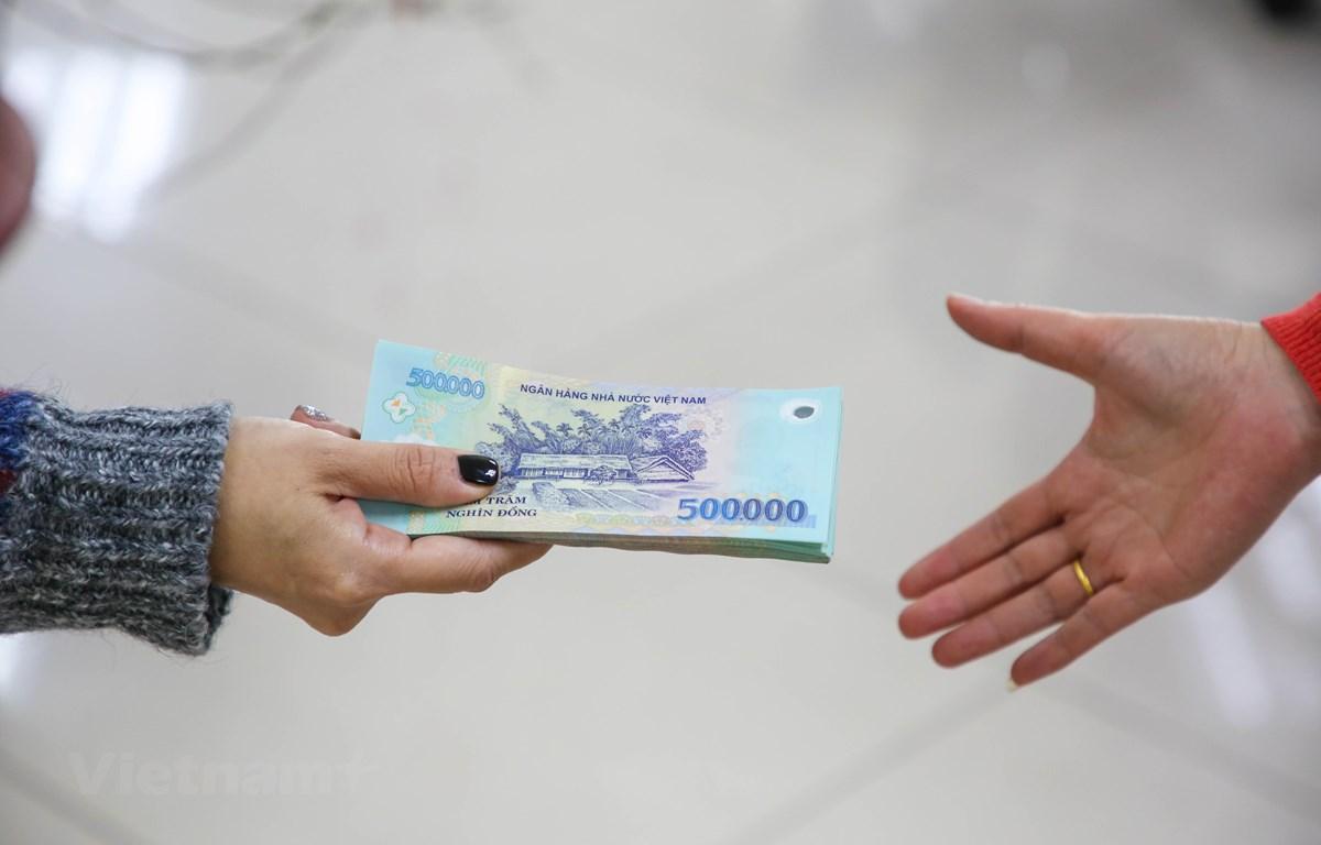 Không tăng lương tối thiểu năm 2021 để duy trì việc làm cho lao động | Xã  hội | Vietnam+ (VietnamPlus)
